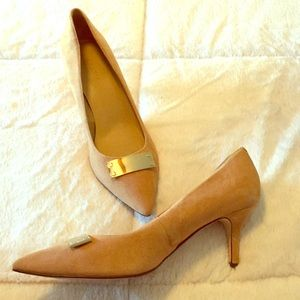 Talbots nutmeg suede heels with accent barely worn